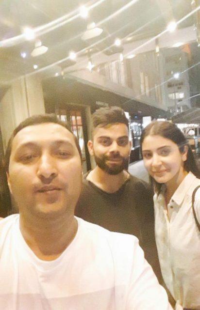 न्यूयॉर्क में छुट्टियाँ मना रहे विराट कोहली और अनुष्का शर्मा ने फैन्स के साथ क्लिक करायी सेल्फी