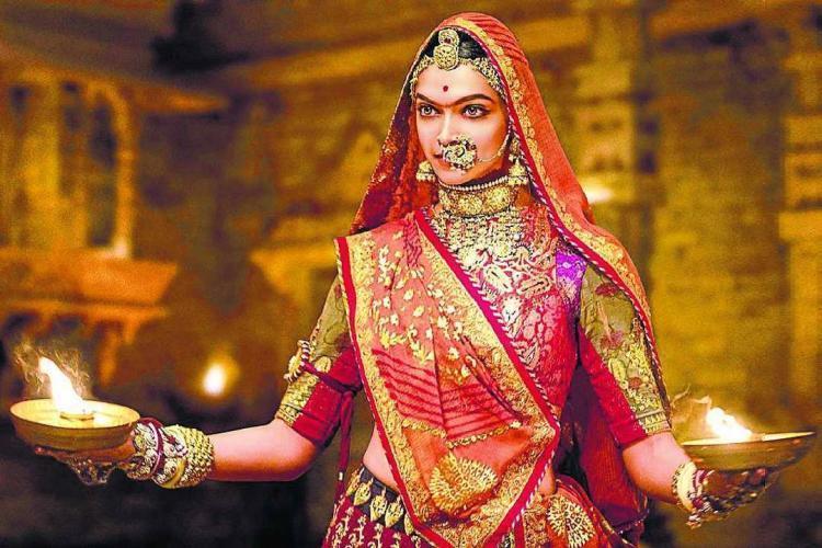 दीपिका पादुकोन और रणवीर सिंह की पद्मावती बुरी तरह से फंसी, करना होगा लंबा इंतज़ार