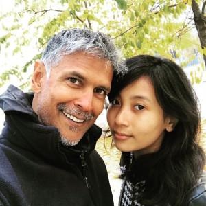 मिलिंद सोमन 25 साल छोटी पत्नी संग नज़र आ सकते है बिग बॉस 12 में