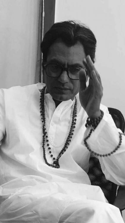 नवाजुद्दीन सिद्दीकी का फिल्म ठाकरे से नया लुक रिलीज, सस्पेंस से भरा टीज़र देखें
