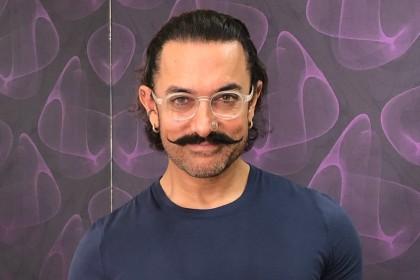 आमिर खान ने हाथ में पकड़ा पैड शाहरुख़ खान और सलमान खान के साथ-साथ अमिताभ बच्चन को कहा यही करने को