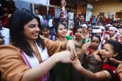 प्रियंका चोपड़ा इन दिनों असम टूरिज्म के नए कैंपेन शूट के लिए भारत आईं हुई हैं जहाँ पर उनका ये अंदाज़ देखने को मिला..देखिये वीडियो