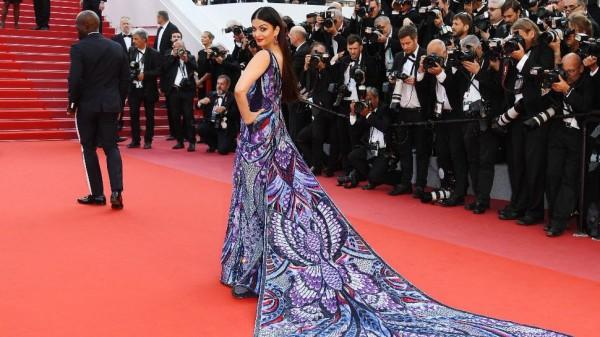 कुछ इस तरह ऐश्वर्या राय बच्चन ने Cannes 2018 में बिखेरा अपनी अदाओं का जलवा, बटरफ्लाय डांस वीडियो वायरल