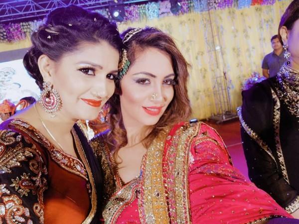 अर्शी खान और सपना चौधरी के ठुमकों ने मचाया तहलका, देखिये VIDEO