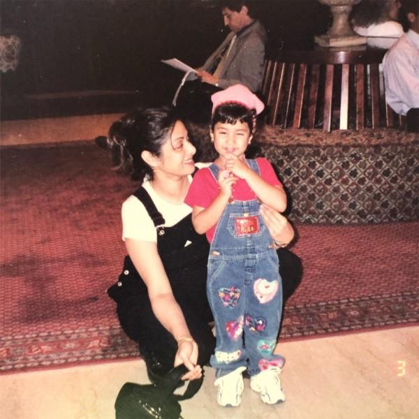जाह्नवी कपूर हुई EMOTIONAL, श्रीदेवी संग पोस्ट की बचपन की PHOTO