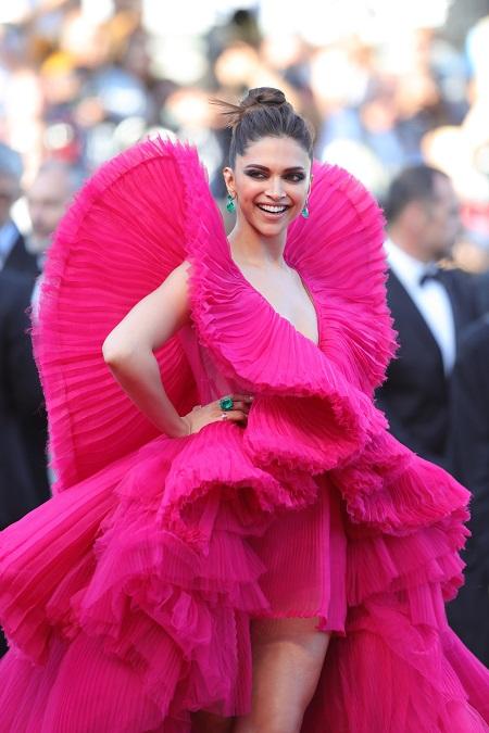 Cannes film Festival दीपिका ने ढाया कहर, BOLD लुक में आई नज़र