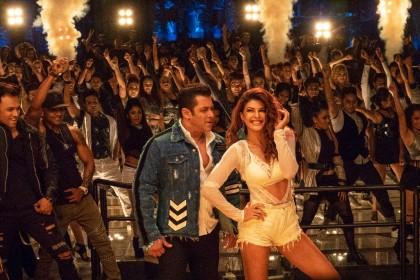 हिरिये में फ़िल्म की मुख्य जोड़ी सलमान खान और जैकलिन फ़र्नान्डिस की सिज़लिंग केमिस्ट्री सभी को काफ़ी पसंद आ रही है।