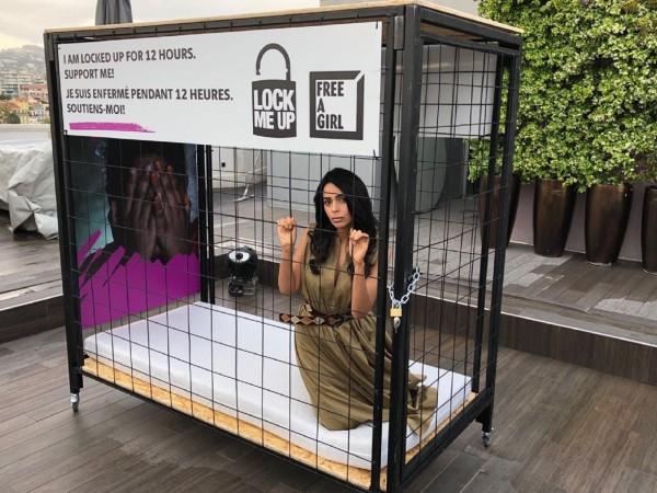 मल्लिका शेरावत ने खुद को किया पिंजरे में बंद, दे रही हैं ये जरुरी मैसेज