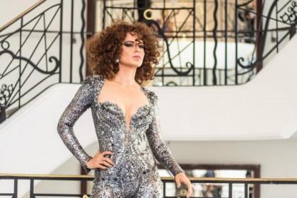 कांस के ग्लोबल मंच पर फ़ैशनेबल कंगना का जलवा, ऐसी अदा देखते रह जायेंगे