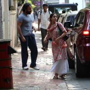सैफ अली खान के साथ कुछ इस अंदाज में दिखी सारा अली खान