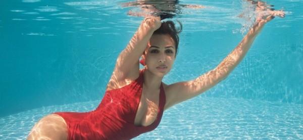 मलाइका अरोड़ा के फोटो पर लोगों की सलाह, टीनएजर की तरह बर्ताव न करें