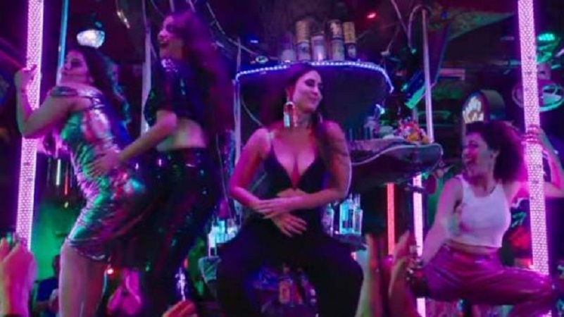 नाइट क्लब में करीना-सोनम का दिखा BOLD अंदाज़, देखिये Veere Veere वीडियो