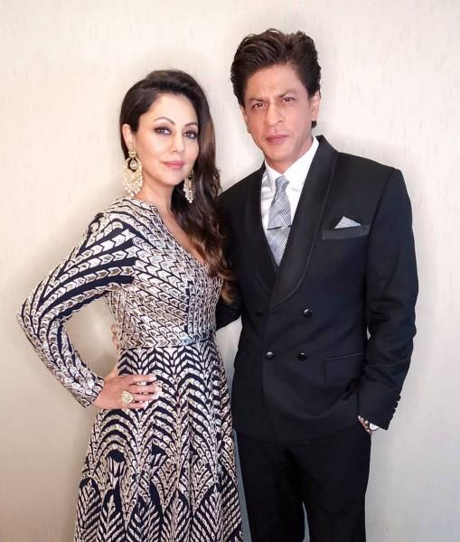 शाहरुख़ खान और गौरी खान का ये अंदाज़ मत कीजिये मिस, देखिये PHOTOS