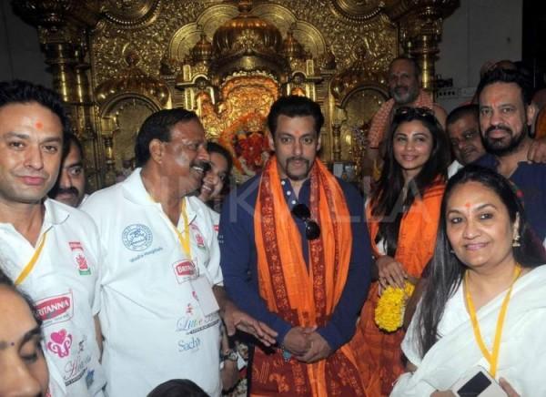 सलमान खान को सरेआम पीटने वालो को मिलेंगे 2 लाख, हिन्दू संगठन का दावा