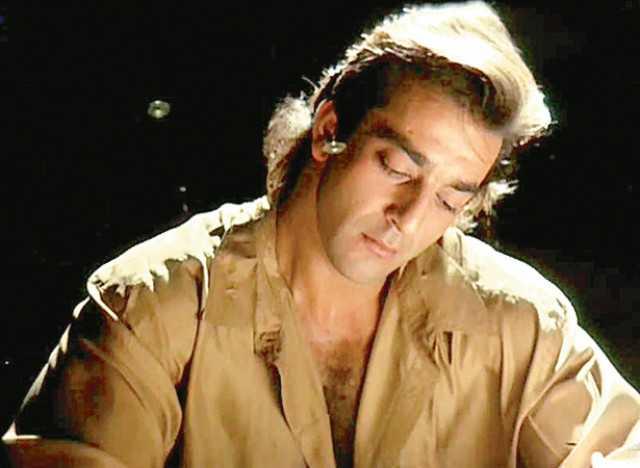बर्थडे: ड्रग्स, बन्दूक, अफेयर्स किसी फिल्म से कम नहीं बॉलीवुड के खलनायक संजय दत्त की असल कहानी