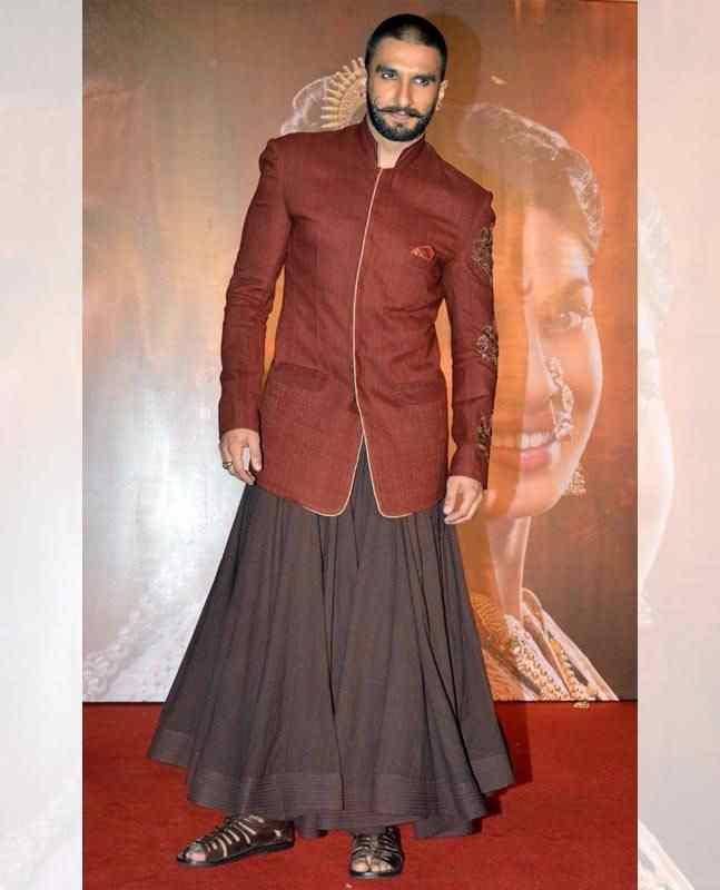 रणवीर सिंह जितना रंगीला बनी बन पायेगा कोई और स्टार, अजीबो-गरीब फैशन स्टाइल से जीता है दिल