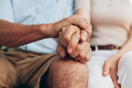 आखिर क्यों उम्रदराज पुरुष अपनी बेटी के उम्र की लड़कियों को दे बैठते हैं दिल?