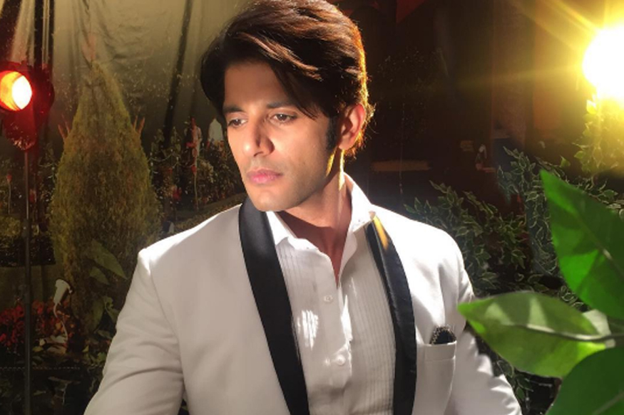 Bigg Boss 12: करणवीर बोहरा कर चुके हैं संजय दत्त के बचपन का किरदार, जानिए कैसी है रियल लाइफ