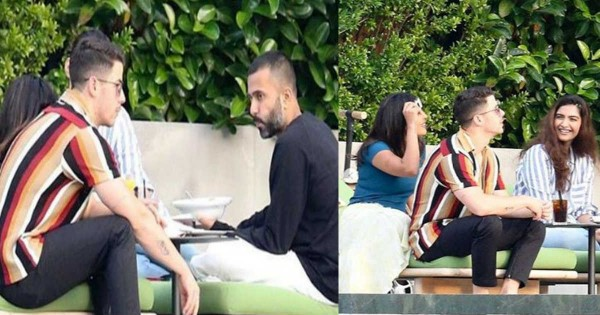 ईशा अंबानी की सगाई के बाद कुछ यूं मस्ती करती नजर आईं प्रियंका चोपड़ा और सोनम कपूर