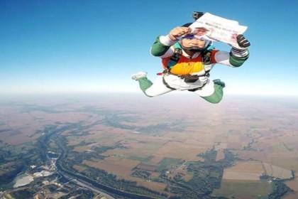 PM मोदी के लिए 13000 फीट की ऊंचाई से कूदी ये महिला, रखी ये बड़ी मांग