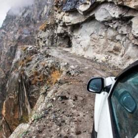 ये हैं दुनिया की सबसे खतरनाक सड़कें, तेज वाहन चलाना तो दूर यह खड़े तक नहीं हो पाएंगे आप