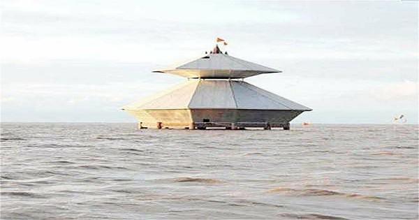 दिन में दो बार समुद्र के अंदर डुब जाता है महादेव का ये मंदिर, लहरें करती हैं अभिषेक