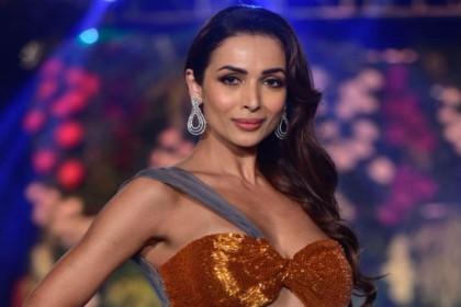 मनीष मल्होत्रा के शो में मलाइका अरोड़ा ने किया रैंप वॉक, देखने वालों की ठहर गईं निगाहें