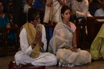 फिल्म 'ठग्स ऑफ हिन्दुस्तान' की रिलीज से पहले मां शक्ति की शरण में पहुंचे अमिताभ बच्चन