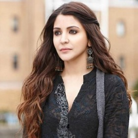 Virat Kohli के पहले Anushka Sharma ने इन 6 लोगों को किया है DATE| यहां देखिये Phillauri Actress Anushka Sharma की Dating History...