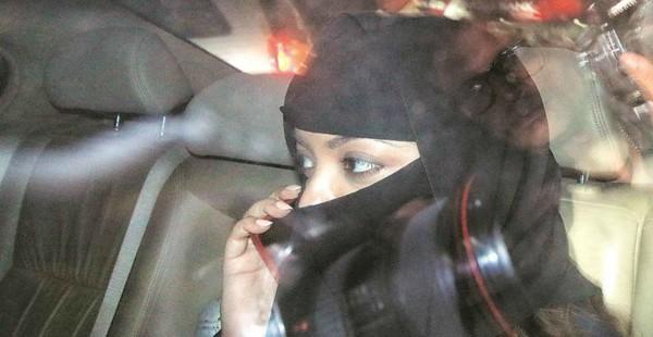 बुर्का पहनकर तनुश्री दत्ता पहुंची थाने, नाना पाटेकर के साथ 3 लोगों पर दर्ज कराई FIR