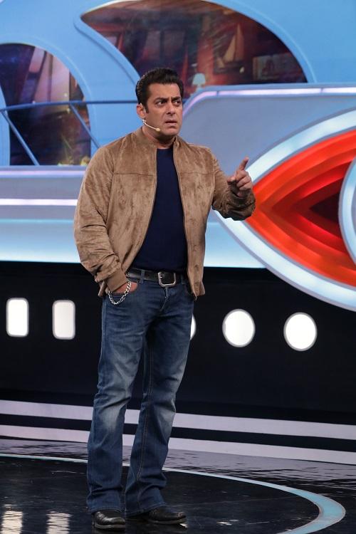 Bigg Boss 12 Weekend Ka Vaar Preview: सलमान खान से नहीं बच पाएंगे घरवाले, मिलेगी हर गलती की सज़ा
