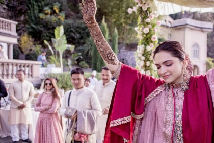 मेहंदी सेरेमनी में यूं मस्त नजर आई 'मस्तानी', रणवीर सिंह ने लगाए ठुमके, देखें तस्वीरें