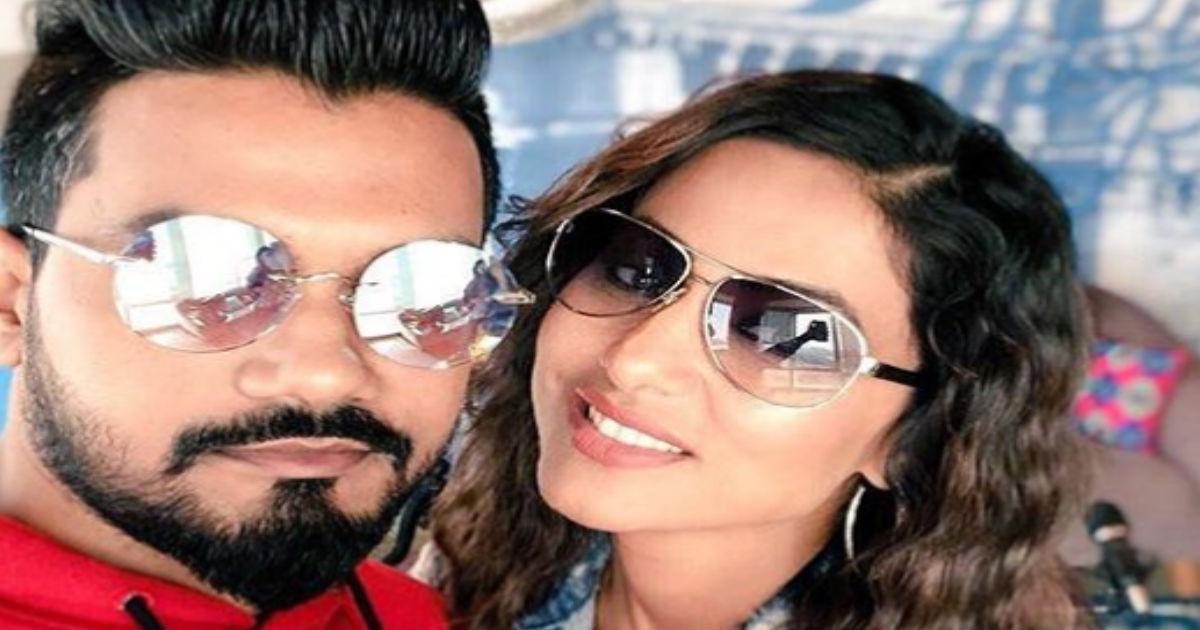 हिना खान ने किया ब्वॉयफ्रेंड रॉकी जायसवाल संग रोमांटिक वॉटर डांस, VIDEO वायरल