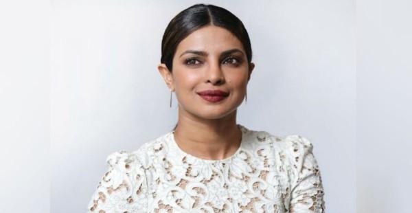 इस डिजाइनर के आउटफिट को पहनने वाली पहली भारतीय एक्ट्रेस बनेगी प्रियंका चोपड़ा