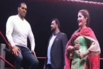 WWE द ग्रेट खली के सामने सपना चौधरी ने लगाए जबरदस्त ठुमके, अर्शी खान ने कुछ यूं दिया साथ