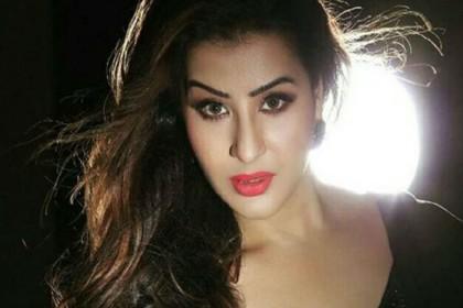 Bigg Boss 12: सलमान खान के पक्ष में खड़ी हुईं शिल्पा शिंदे, करणवीर बोहरा की ऐसे लगाई क्लास