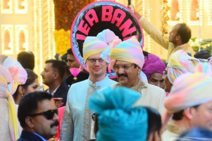 Isha Ambani Wedding: बैंड-बाजे के साथ यूं बारात लेकर पहुंचे 'दूल्हे राजा' आनंद पीरामल, देखें 30 तस्वीरें