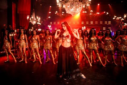 KGF: Gali Gali Video Song में Mouni Roy के लटके झटके देखकर हो जाएंगे उनके इस अंदाज़ के दीवाने