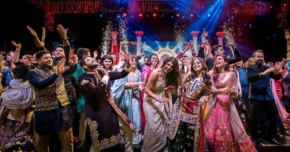 सामने आया प्रियंका चोपड़ा-निक जोनस की संगीत सेरेमनी का वीडियो, किसी अवॉर्ड फंक्शन सी सजी थी वो रात