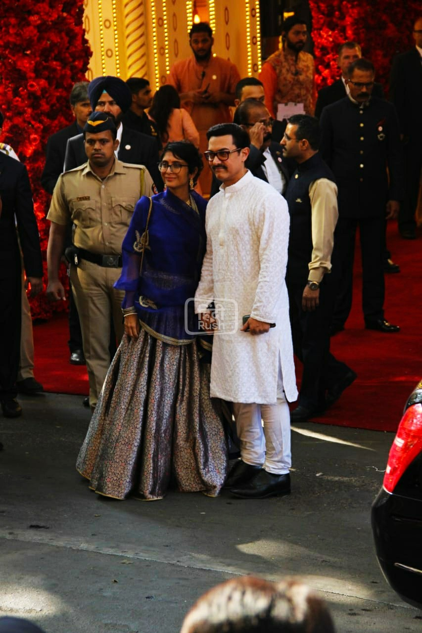 इस पार्टी में शाहरुख खान, आमिर खान, ऐश्वर्या राय बच्चन, रणवीर सिंह, दीपिका पादुकोण, प्रियंका चोपड़ा, निक जोनास, कैटरीना कैफ, सलमान खान और कई अन्य लोग और बड़ी हस्तियां उदयपुर में शादी के पहले के समारोह में भाग लेने पहुंची थी|
