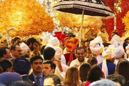 Isha Ambani Wedding LIVE: ईशा अंबानी सजी दुल्हन के लिबास में तो आनंद पीरामल का लुक भी देखिये