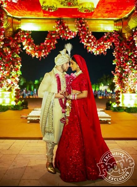 Priyanka Chopra Nick Jonas Wedding: 3720 घंटों में बना 'देसी गर्ल' का लहंगा, इसकी ये बात है सबसे खास
