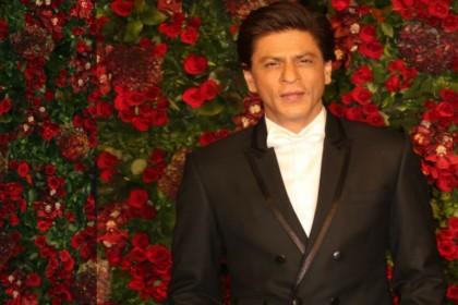 PHOTOS: दीपवीर की पार्टी में बजा 'छइयां छइयां', डांस करने से खुद को नहीं रोक पाए शाहरुख खान
