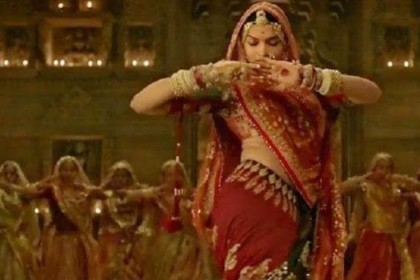 Deepika Padukone dance video on Shakira Hips dont lie song