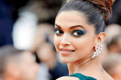 Deepika Padukone B'Day: आज है दीपिका का जन्मदिन, 10 तस्वीरों में देखें बर्थडे गर्ल का ग्लैमरस लुक