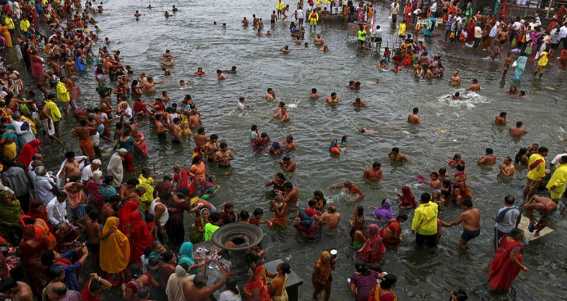 Kumbh Mela 2019: मकर संक्रांति के दिन शाही स्नान से धुलते हैं पूर्वजों के पाप, जाने क्या कहा गया है शास्त्रों में