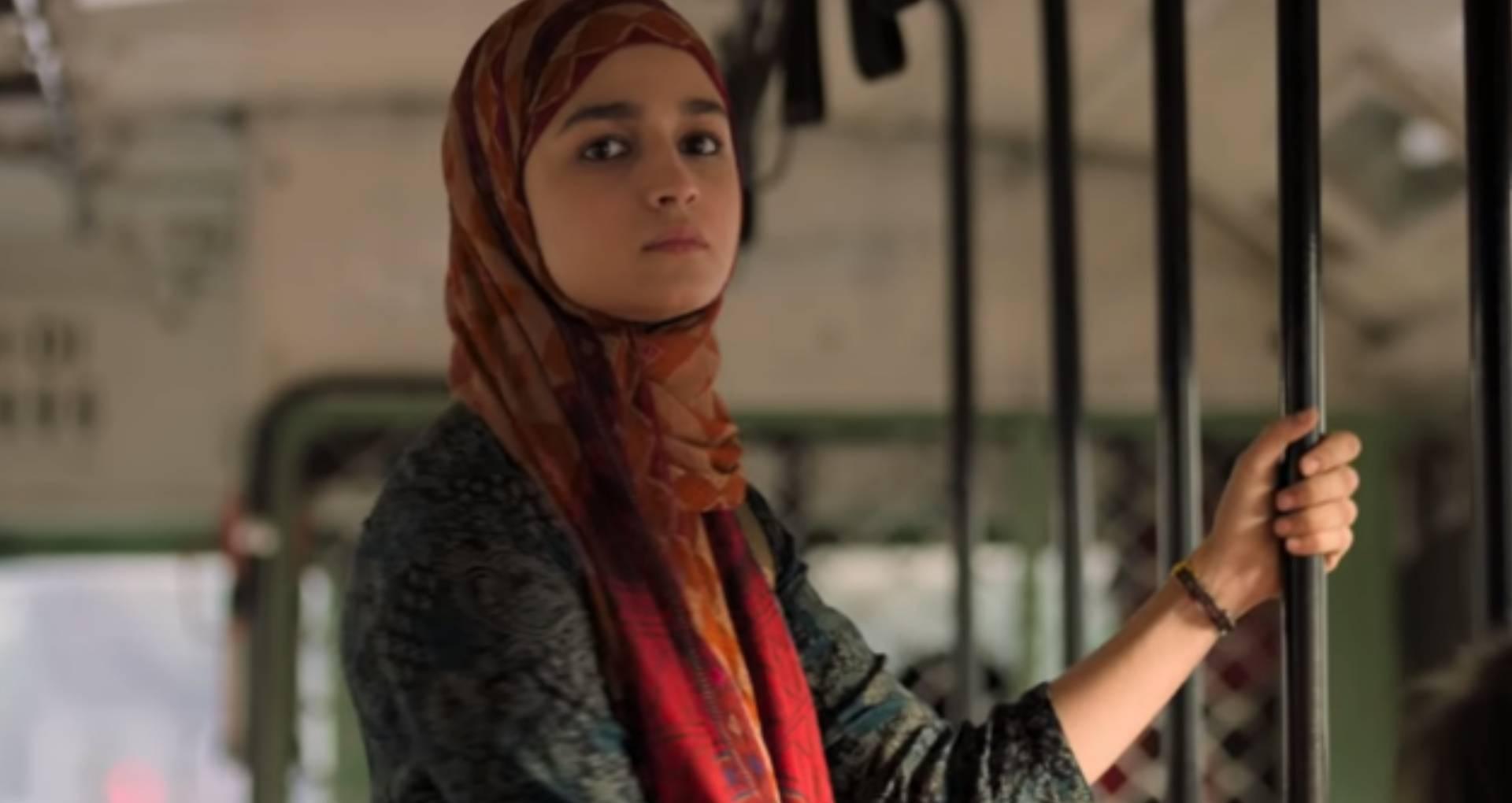 Gully Boy का ट्रेलर देख महेश भट्ट ने किया कमेंट, आलिया को सोशल मीडिया पर बताया 'गुंडी'