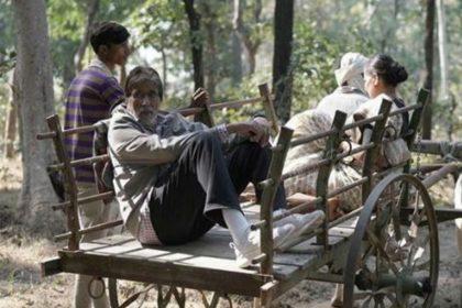 महानायक अमिताभ बच्चन का दिखा देसी अंदाज, बैलगाड़ी की सवारी और खटिया पर कुछ यूं कर रहे हैं आराम