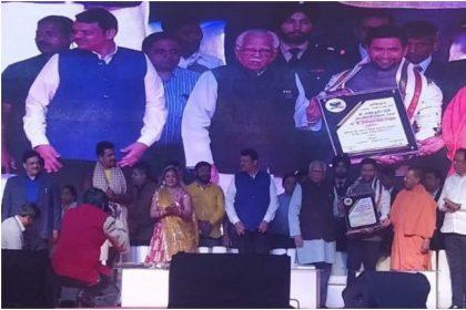यूपी के सीएम ने किया रवि किशन-निरहुआ का सम्मान