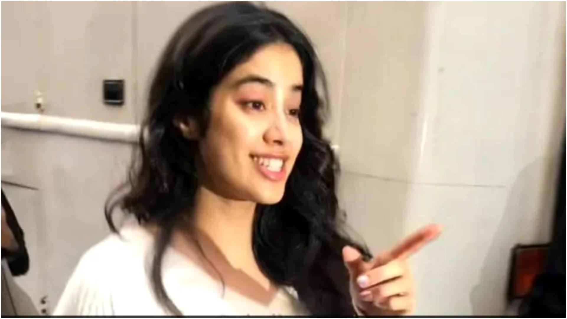 वीडियो: जान्हवी कपूर को सारा अली खान कह बुलाया तो, फोटोग्राफर को मिली ये चेतावनी